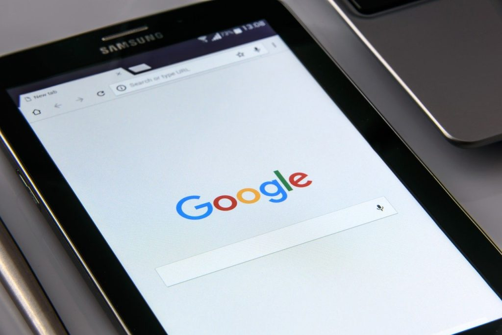 Google On Your Smartphone Search  - PhotoMIX-Company / Pixabay